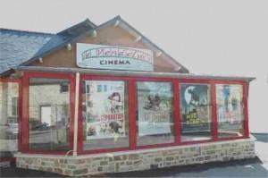 La façade du cinéma le Vendelais après rénovation